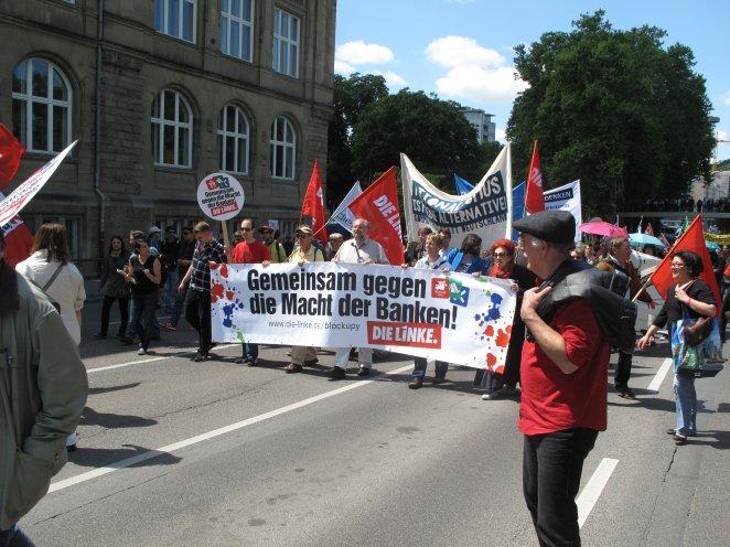 Die Linke demonstriert in Stuttgart als Teil der Blockupy Bewegung