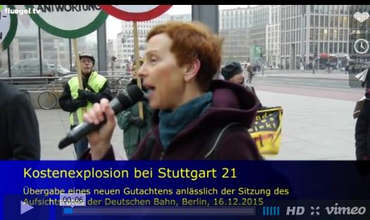 MdB Sabine Leidig (Die Linke) srpicht zu den Stuttgart 21 Gegnern vor der Konzernzentrale der deutschen Bahn.