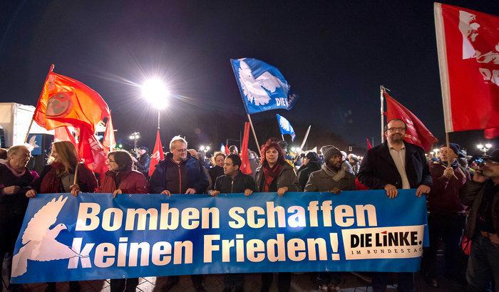 03.12.2015 - Antikriegsdemonstration am Donnerstag abend in Berlin