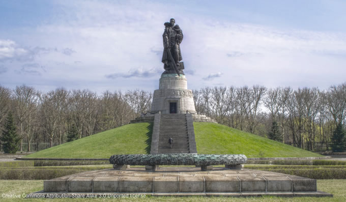 Sowjetisches Ehrenmal in Berlin (Treptower Park).