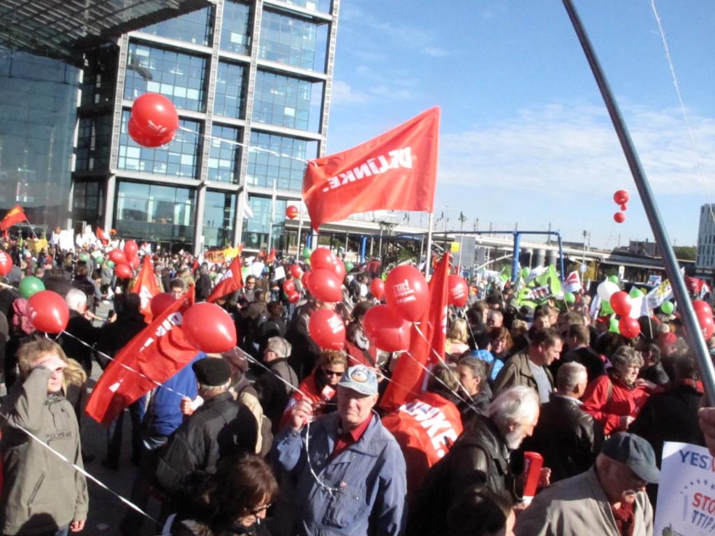 ie Mitglieder unseres Kreisverbandes engagieren sich wie hier am 10 Oktober 2015 in Berlin vorbildlich gegen die drohenden Freihandelsabkommen. Ob TTIP und CETA indess noch zu verhindern sind, bleibt fraglich.