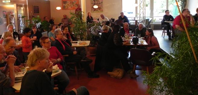 Cafe Nepomuk - In Erwartung der ertsen Ergebnisse