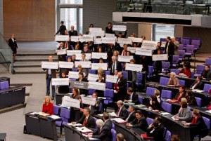 Linksfraktion Aktion Schilder im Plenum