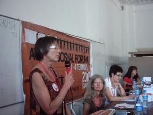 Annette Groth spricht auf dem Frauenseminar in Istanbul